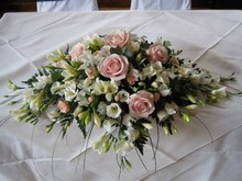 Top table arrangement pink and white