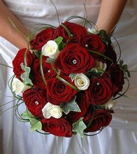 Red and white rose bridal handtied design