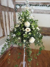 Traditional pedestal arrangement